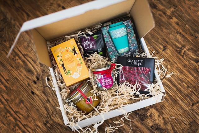 Zestaw prezentowy w pudełku - prezent zdrowa poczta słodyczowa 1